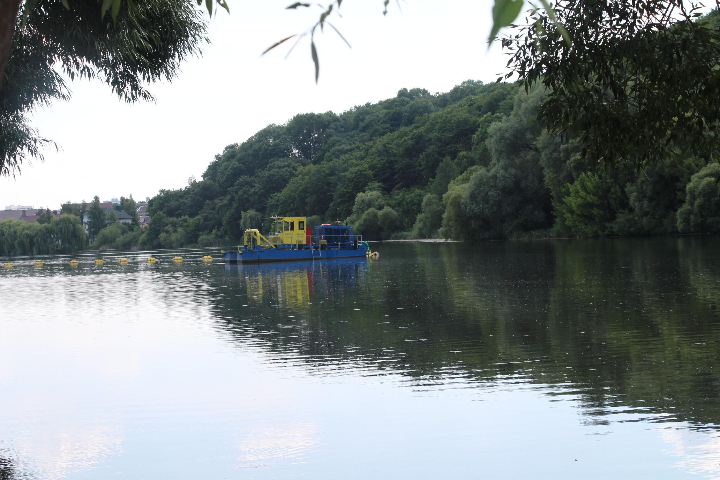 Очистка Південного Бугу земснарядом: чи варто очікувати зникнення смороду води влітку? (Фото)