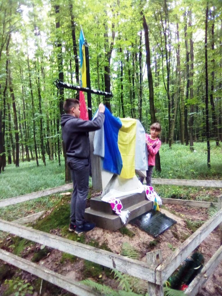 На Вінниччині відкрили пам'ятник на честь воїнів УПА (Фото)