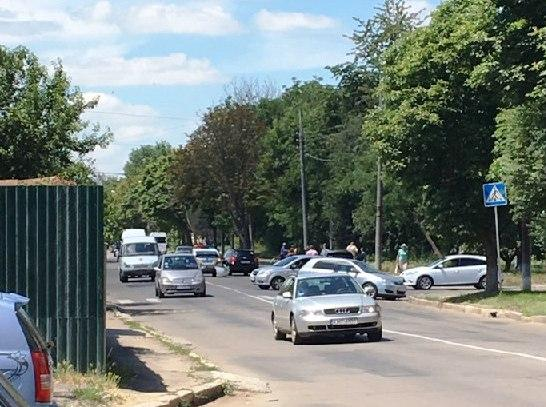 З'явився запис ДТП за участю патрульного авто у Вінниці (Відео)