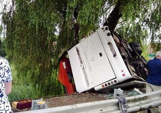 На Вінниччині пасажирський автобус вилетів у кювет (Фото)