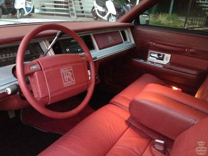 Что из себя представляет Rolls-Royce Phantom по цене Дастера
