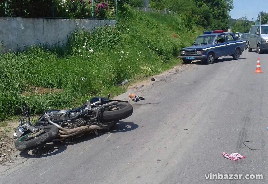 На Вінниччині зіткнулись мотоцикл та скутер. Є загиблі (Фото)
