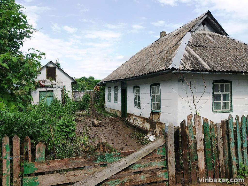 Негода ледь не забрала життя двох людей на Вінниччині (Фото)