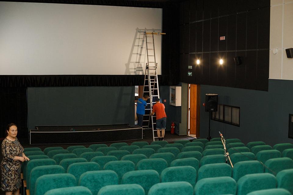 У кінотеатрі