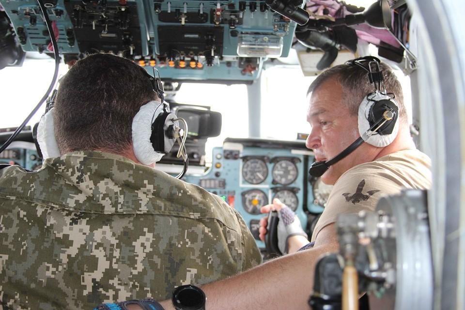 На Вінниччині льотчики-транспортники вперше літали у складі загону (Фото)