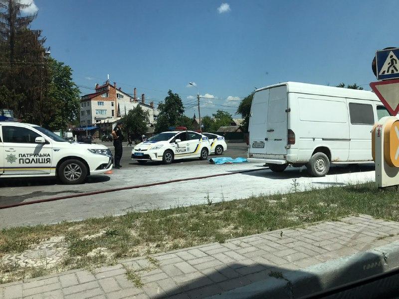 У Вінниці за кермом мікроавтобуса раптово помер чоловік (Фото)