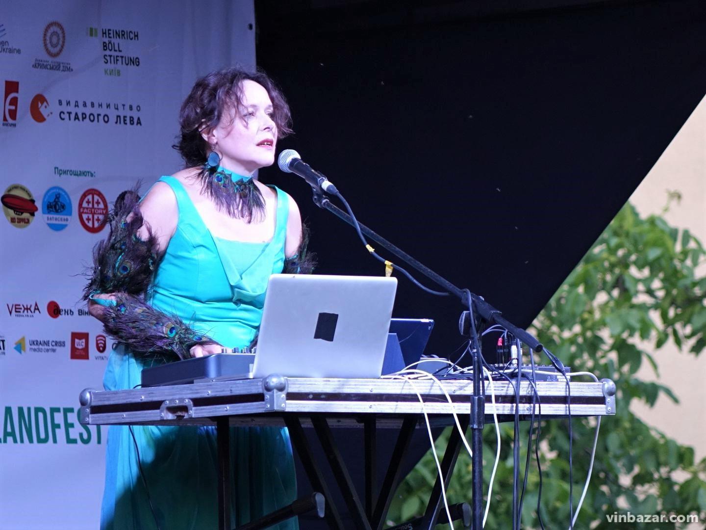 """З обрядовими піснями та віршами про війну у Вінниці завершився фестиваль """"Острів Європа"""" (Фото)"""