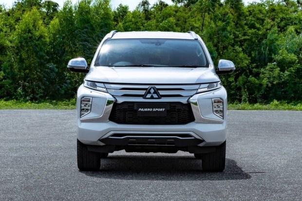 Обновленный Mitsubishi Pajero Sport: двухэтажная оптика и цифровая «приборка»