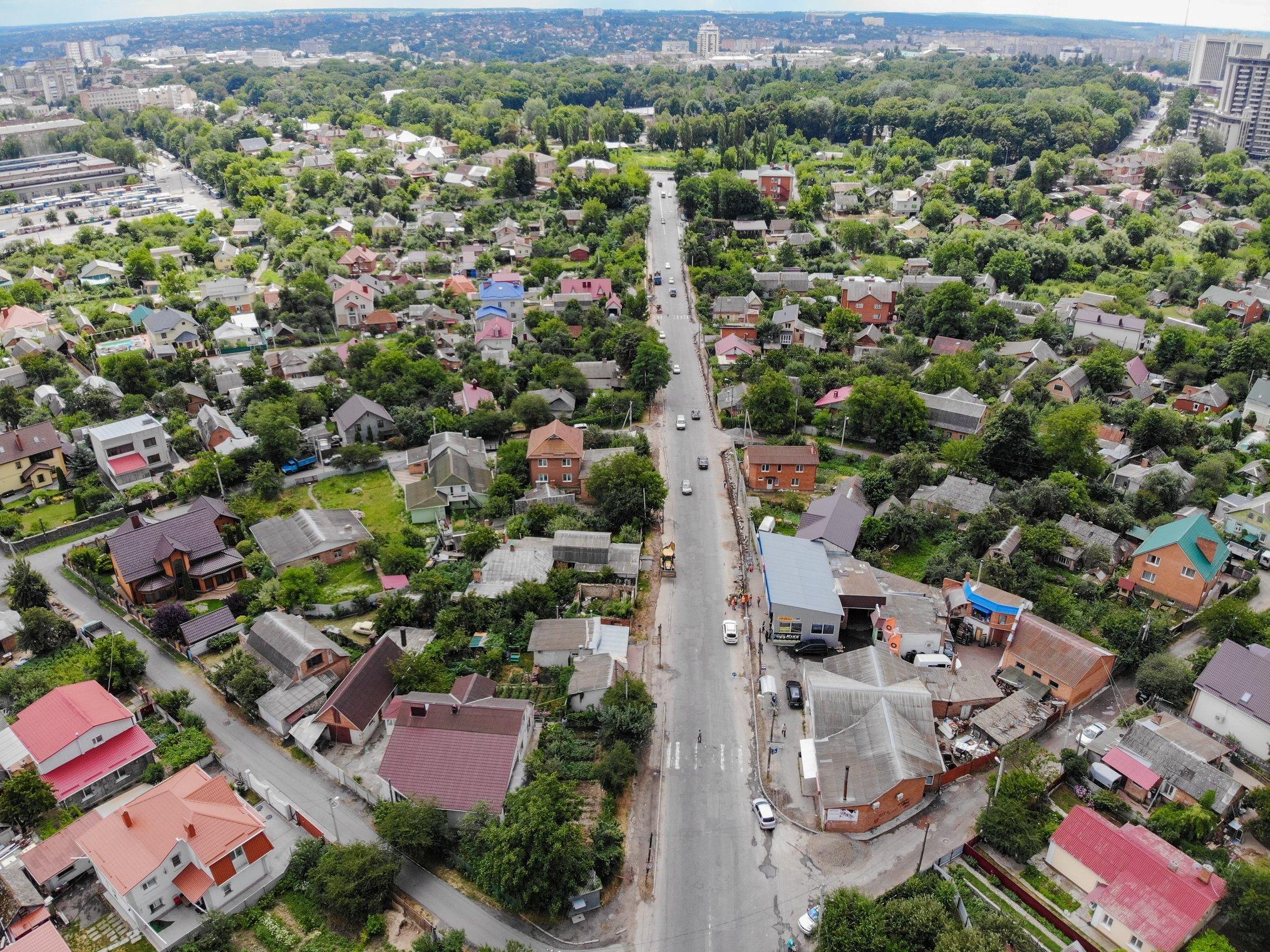 Новий тротуар, ліхтарі та камери: на вулиці Лесі Українки розпочався капітальний ремонт