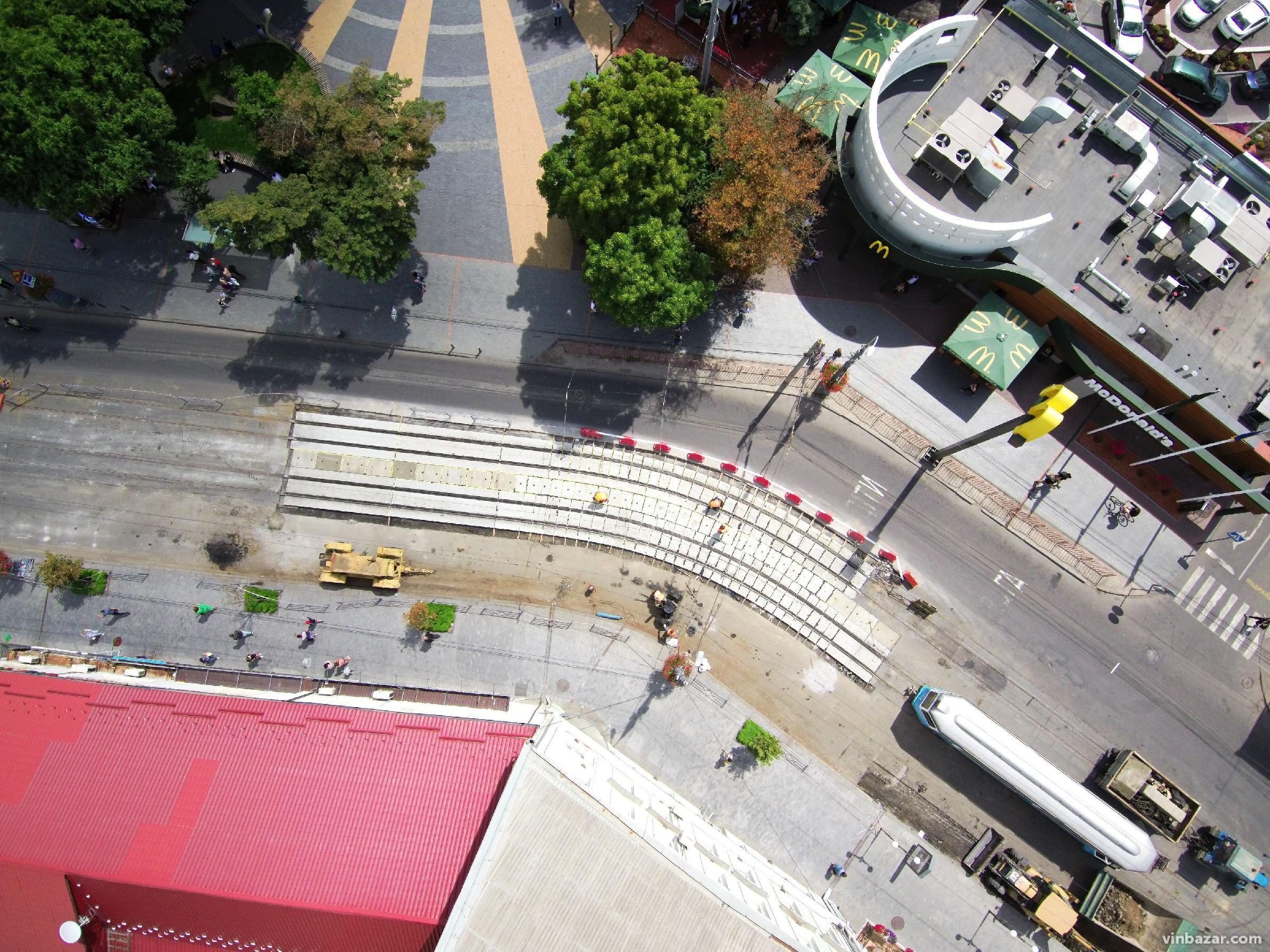 Ремонт колій біля McDonald's завершують. А від обіцяних реконструкцій на Соборній відмовилися (Фото)