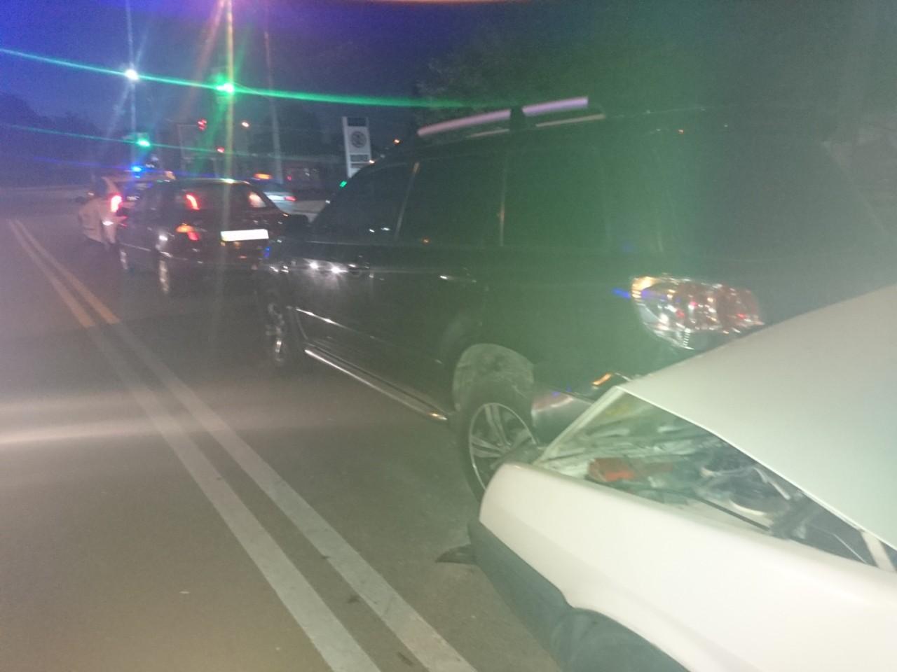 У Вінниці патрульний поліцейський вчинив ДТП, в якому постраждало двоє підлітків (Фото)