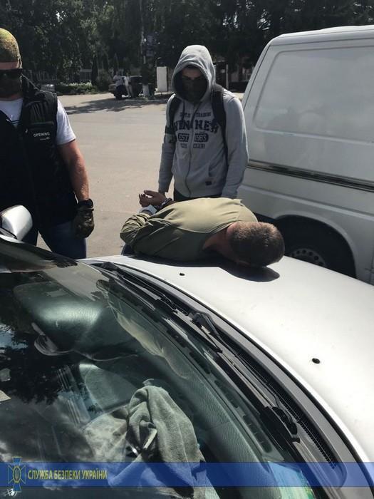 На Вінниччині затримали чоловіка, який продавав зброю криміналітету (Фото)