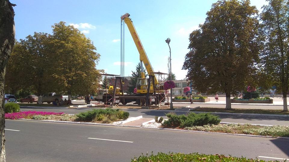 У центрі Ладижина встановлюють пам'ятник у вигляді частини турбіни ТЕС (Фото+Відео)
