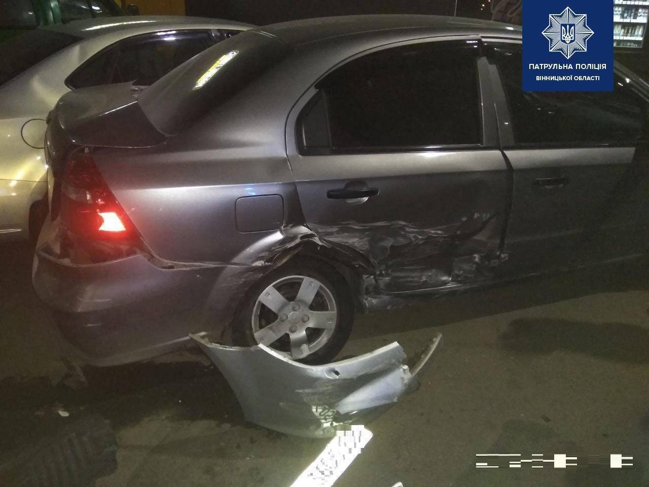 На площі Привокзальній п'яний водій пошкодив 4 авто та втік(Фото)