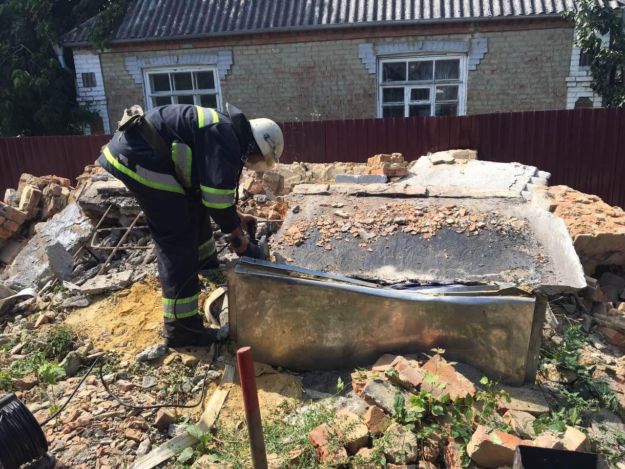 У Немирівському районі на чоловіка впала бетонна плита (Фото)