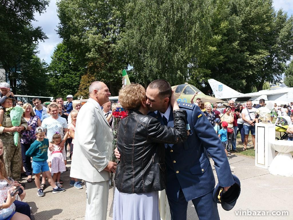 Весілля посеред ракет та літаків. У вінницькому музеї Повітряних Сил вперше провели церемонію одруження (Фото)