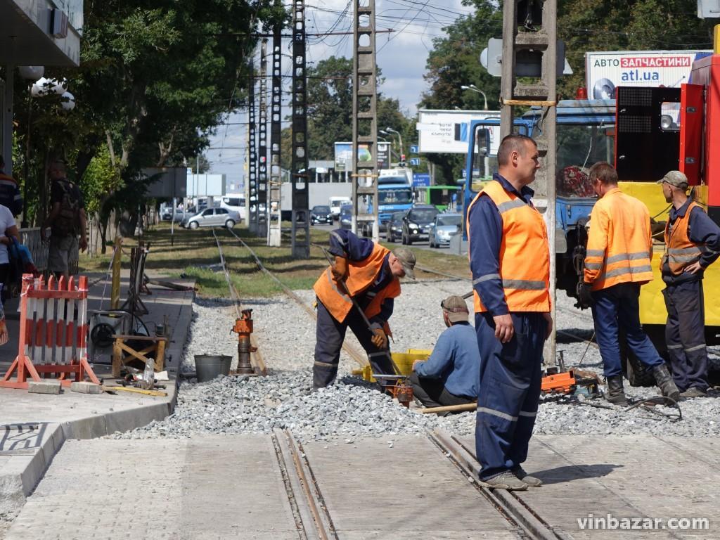 На Хмельницькому шосе завершують ремонт колій. Трамваї запустять раніше запланового (Фото)