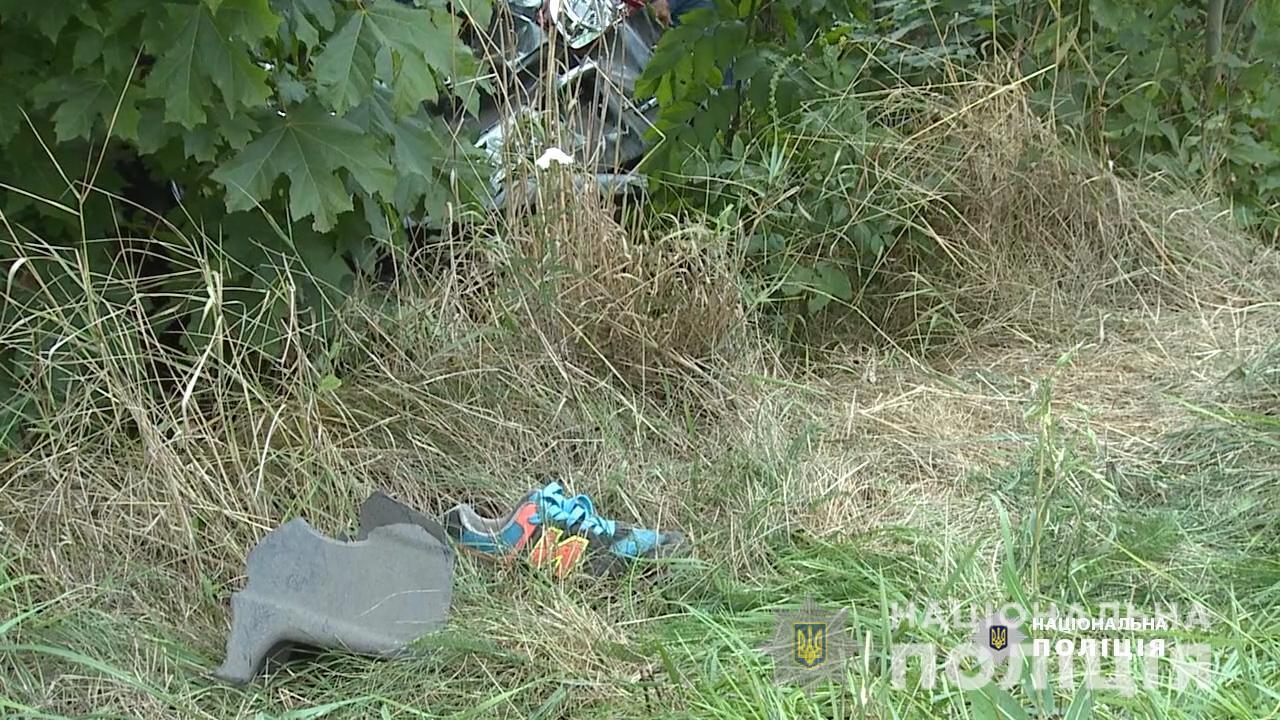 ДТП на Вінниччині: дитина самостійно вибралась з понівеченого авто та дісталась дому (Фото)