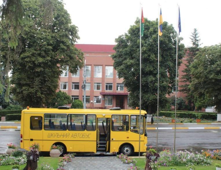 На Вінниччині для перевезення дітей придбали новий шкільний автобус (Фото)
