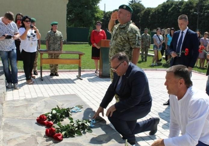 На Вінниччині вшанували прикордонників, які загинули під час Довжанського котла (Фото)