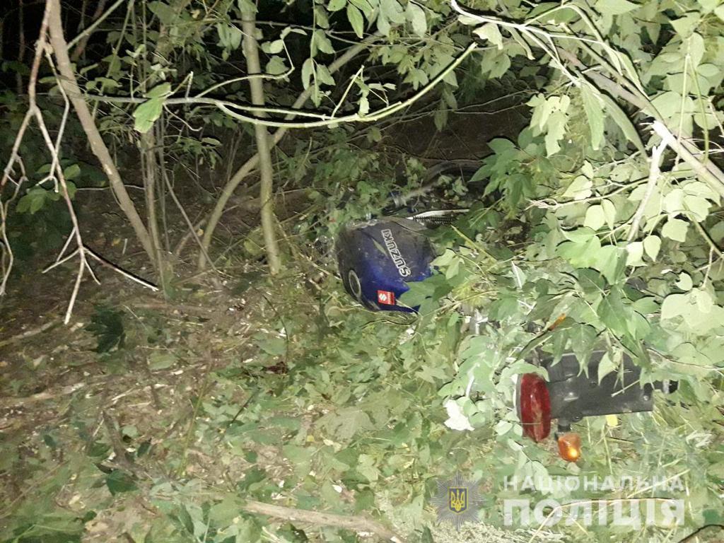 """У Жмеринському районі через зіткнення з """"Нивою"""" загинув мотоцикліст (Фото)"""
