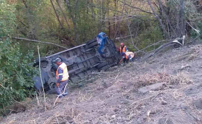 ДТП у Немирівському районі: вантажівка зіштовхнула пасажирський автобус та три автівки в кювет (Фото)