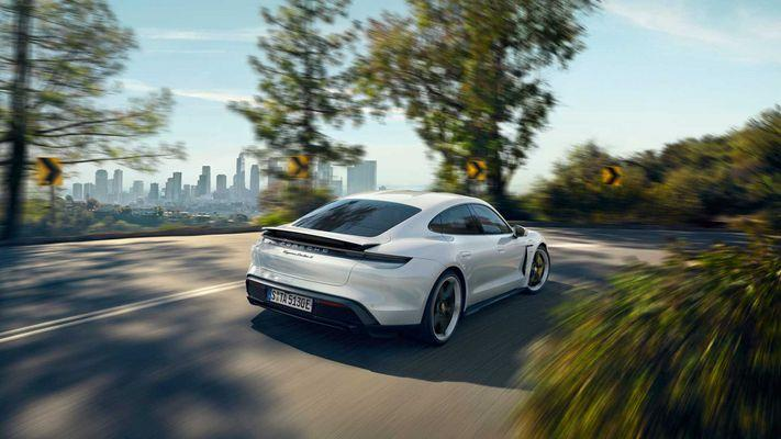 Электрокар Porsche Taycan 2020 рассекречен. Берегись Tesla Model S?