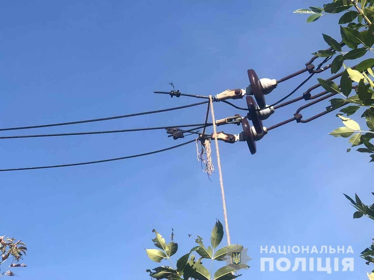 На Вінниччині затримали чоловіків, які різали та продавали мідні дроти Укрзалізниці (Фото)