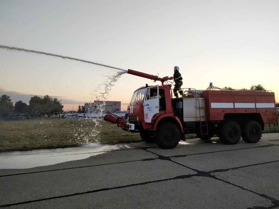 На аеродромі у Гавришівці провели навчання. За легендою загорівся військовий АН-26 (Фото)