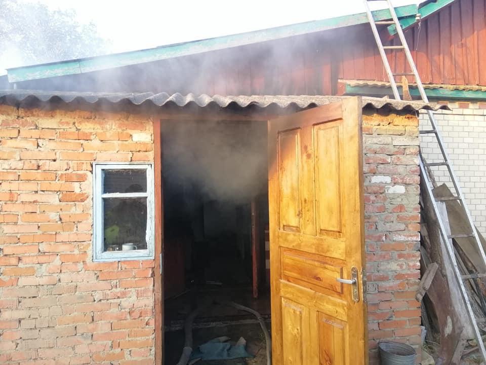 У Тиврівському районі через забиту піч загорівся будинок (Фото)