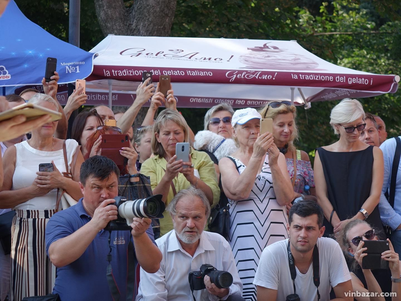 Борис Гребенщиков виступив для перехожих у центрі Вінниці (Фото)
