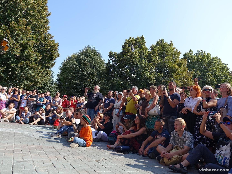 Борис Грєбєнщіков виступив для перехожих у центрі Вінниці (Фото)