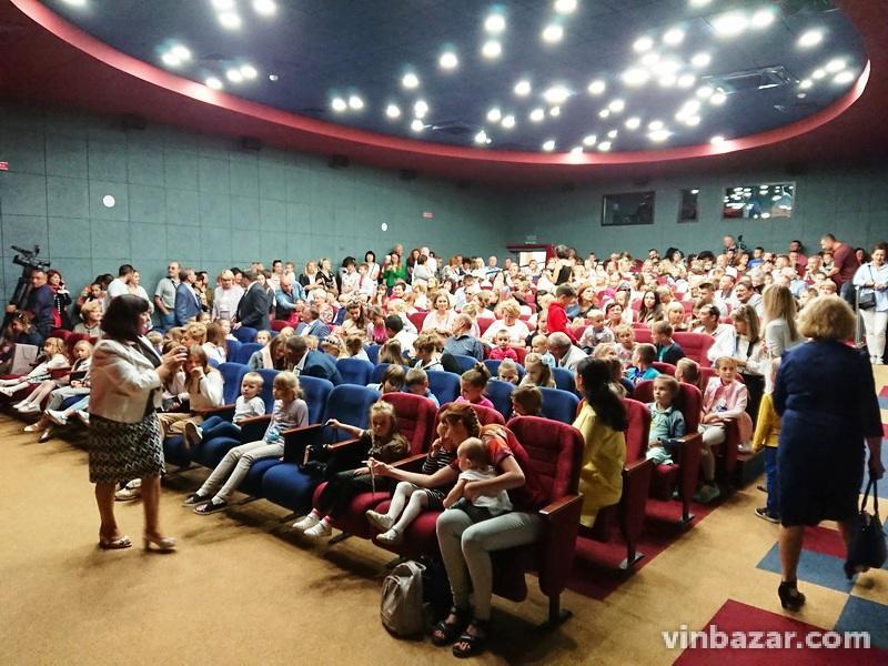 У Книжці відкрили оновлений ляльковий театр. На ремонт витратили 23 мільйони гривень (Фото)