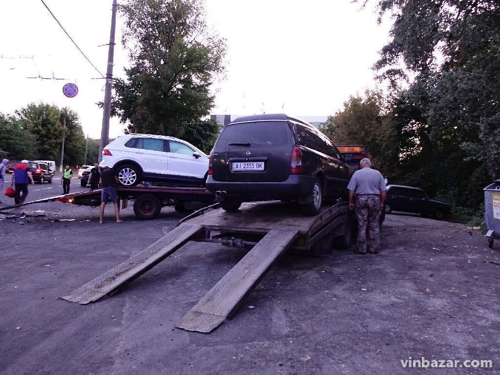 ДТП біля Київського мосту потрапила на запис камер (Відео)