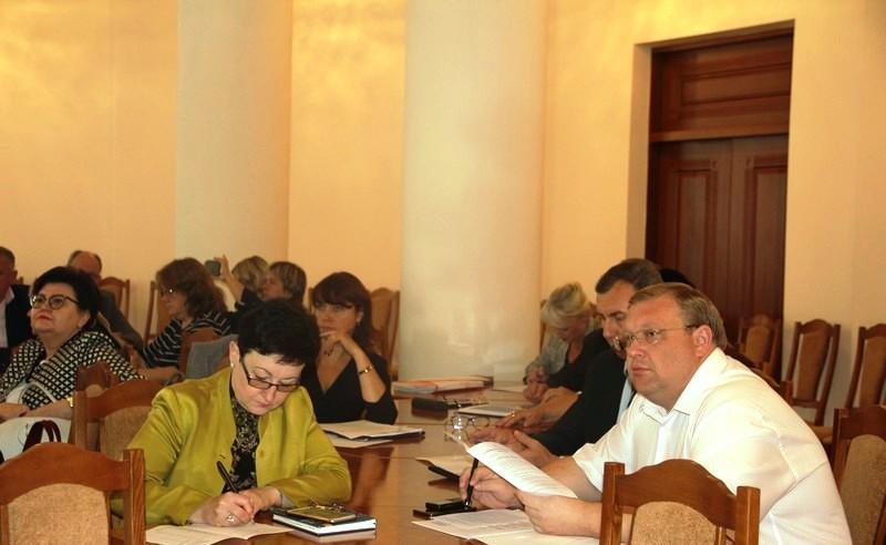 На Вінниччині до кінця року скоротять більше тисячі посад в райдержадміністраціях (Фото)