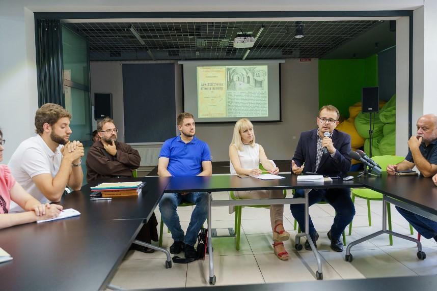Подальшу долю вінницьких катакомб обговорили за круглим столом (Фото)