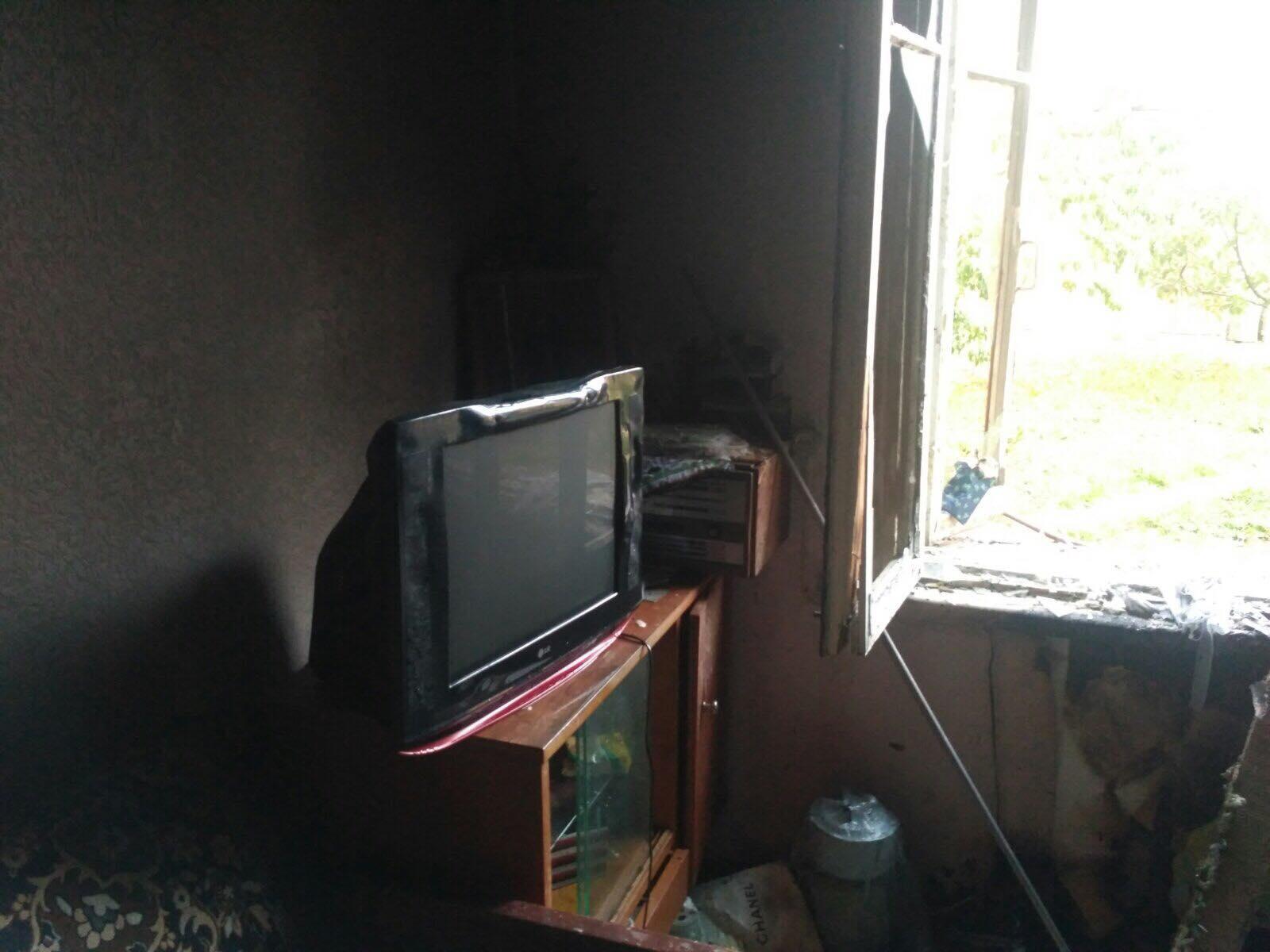 У Вінниці з палаючої квартири врятували двох мешканців (Фото)