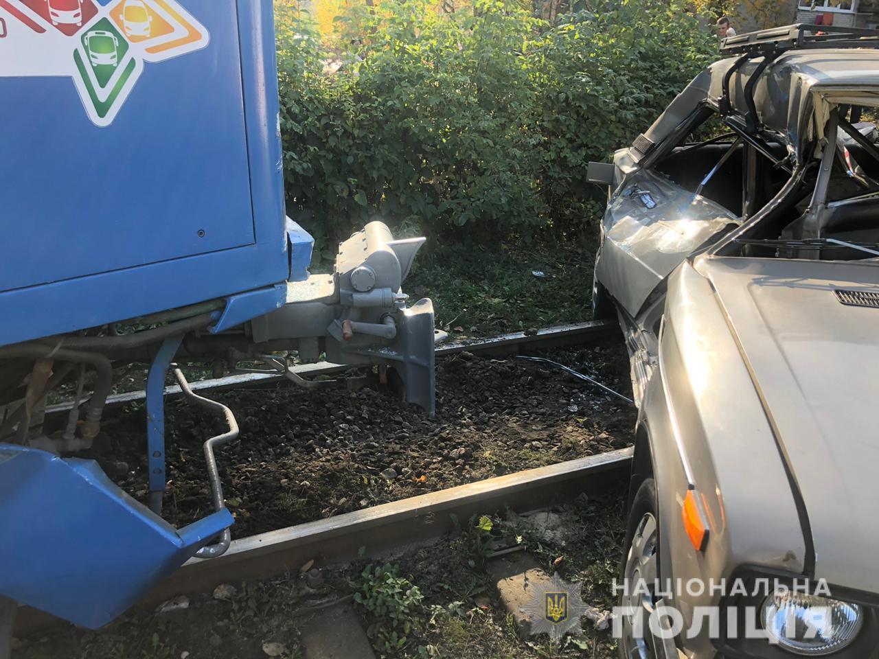 У Вінниці через зіткнення легковика з трамваєм загинула людина (Фото)