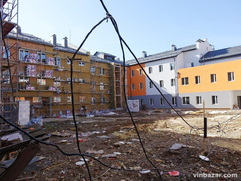 Нова школа на Поділлі: репортаж з амбітного будівництва (Фото+Відео)