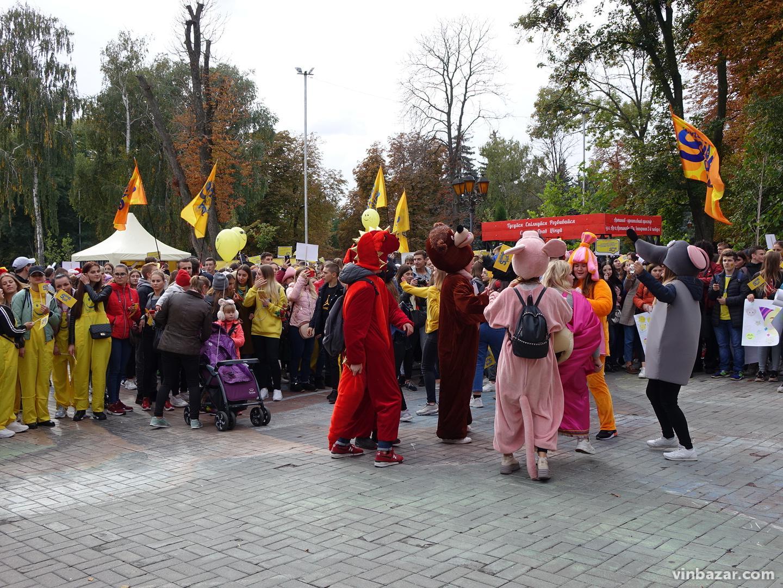 У Вінниці усміхненим парадом розпочався Smile fest 2019 (Фото)