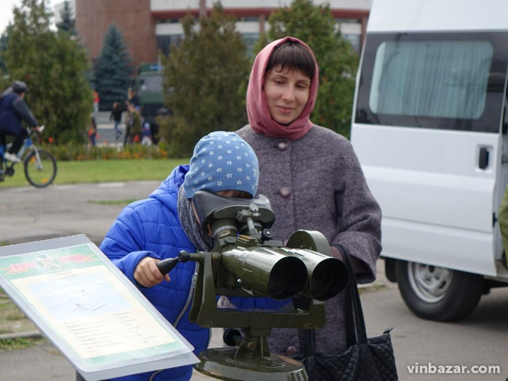 Історія та сучасність: у Вінниці показали військову техніку (Фото)
