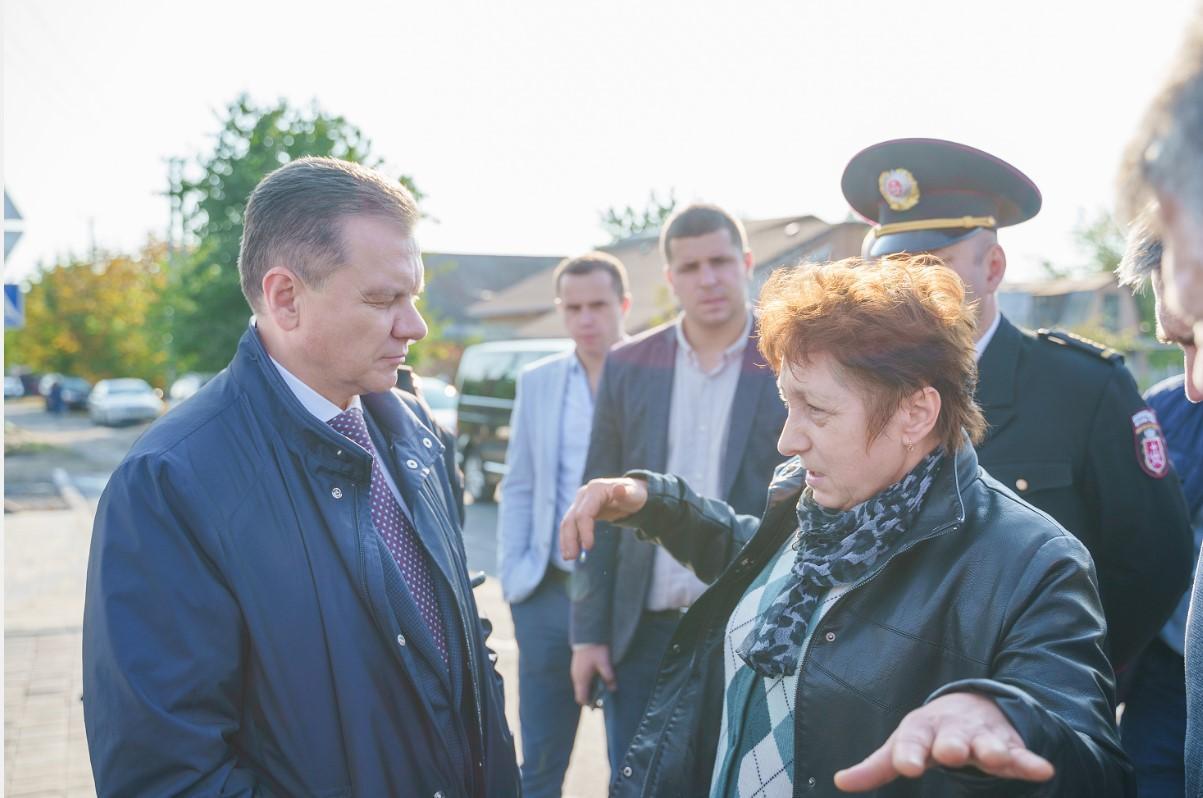 На вулиці Лесі України постелили новий асфальт та встановили освітлення (Фото)
