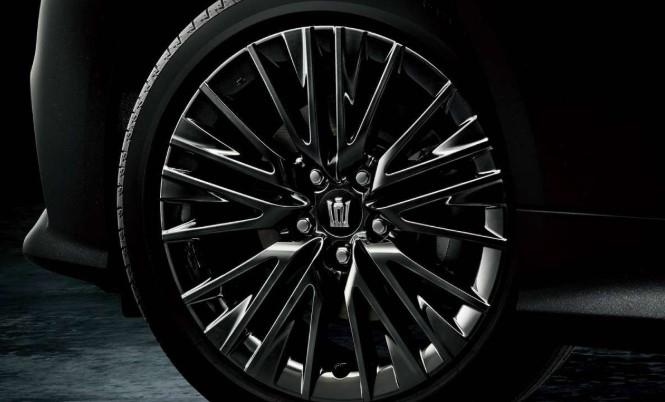 Круче Camry — представлен особый седан Toyota Crown