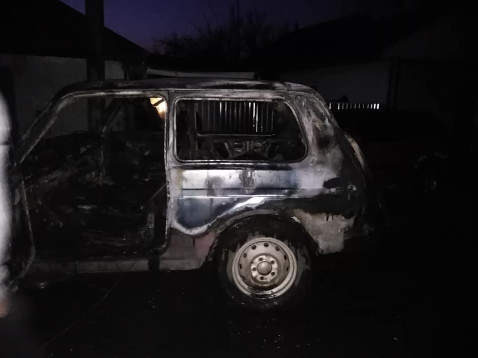 У Гнівані пожежа пошкодила два авто (Фото)