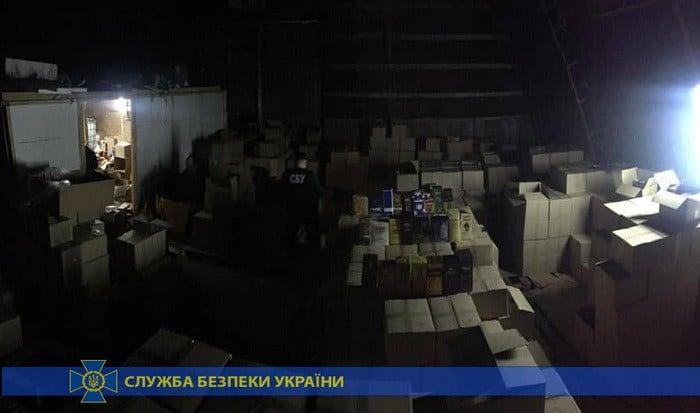 У Могилів-Подільському СБУ виявила підпільний цех, де виготовляли алкоголь (Фото)