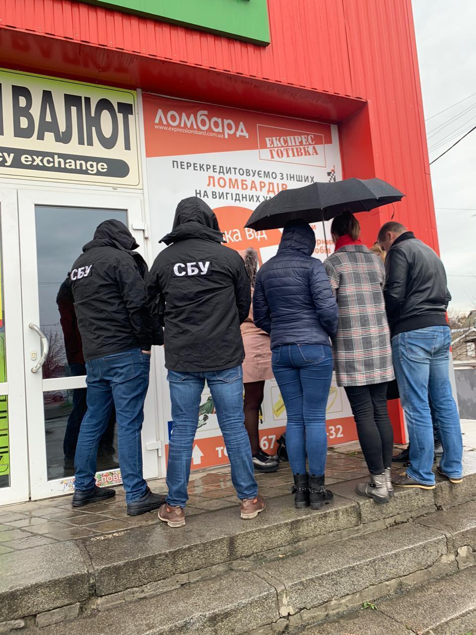 На Вінниччині затримали адвоката, який мав передати 30 тисяч гривень хабаря (Фото)