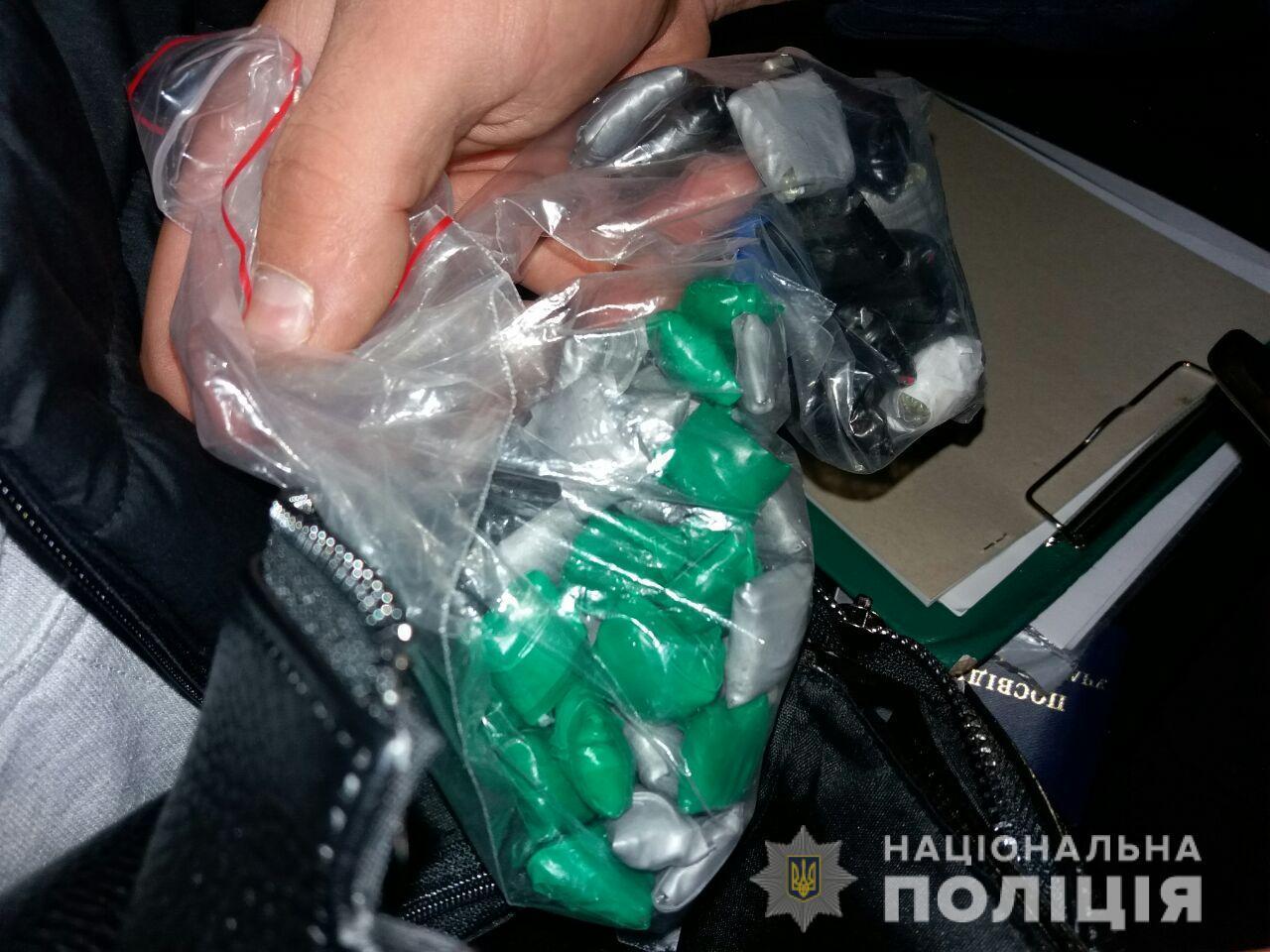 У Вінниці затримали молодика, який торгував амфетаміном та марихуаною (Фото+Відео)