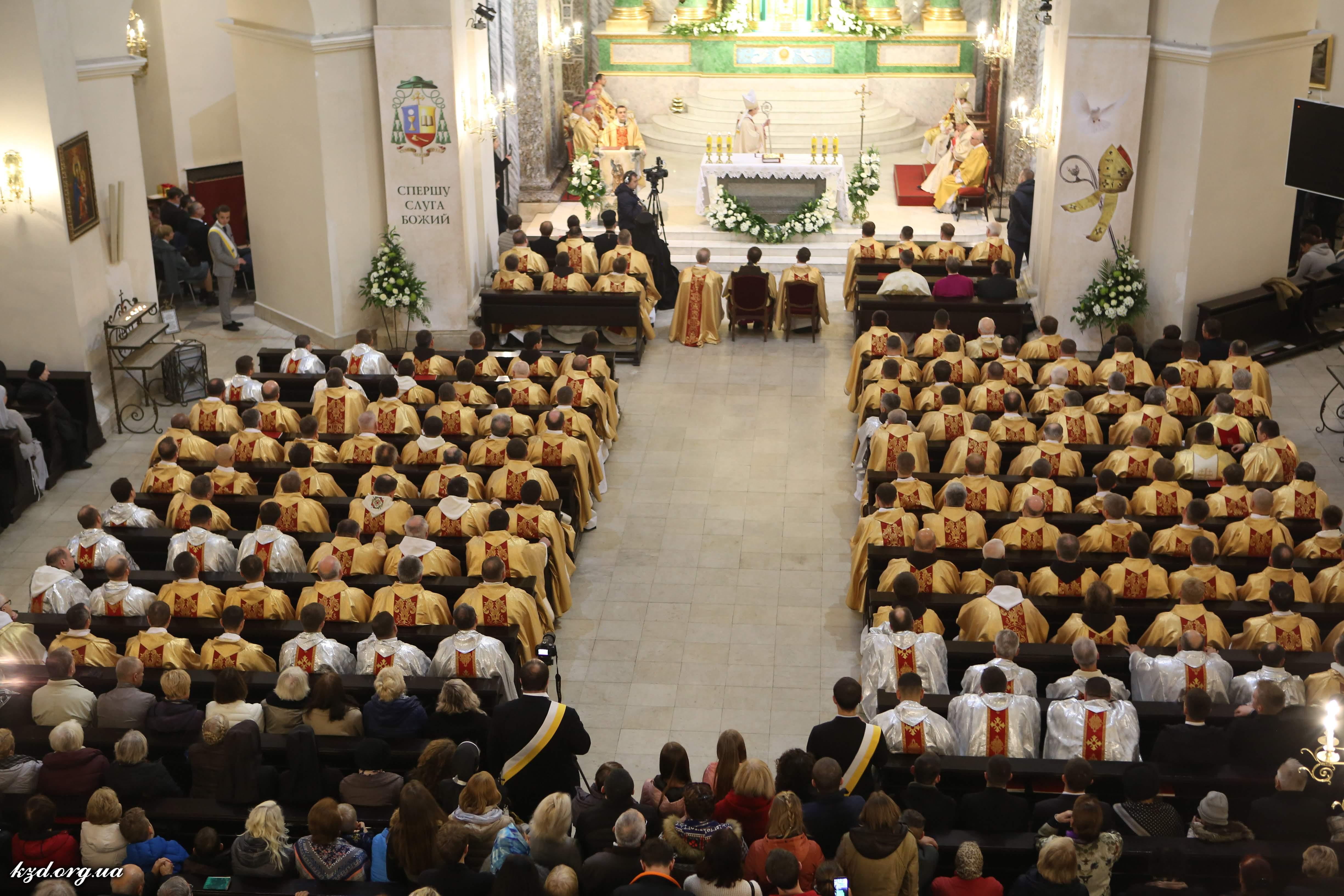 Уродженець Вінниччини став наймолодшим єпископом України (Фото)