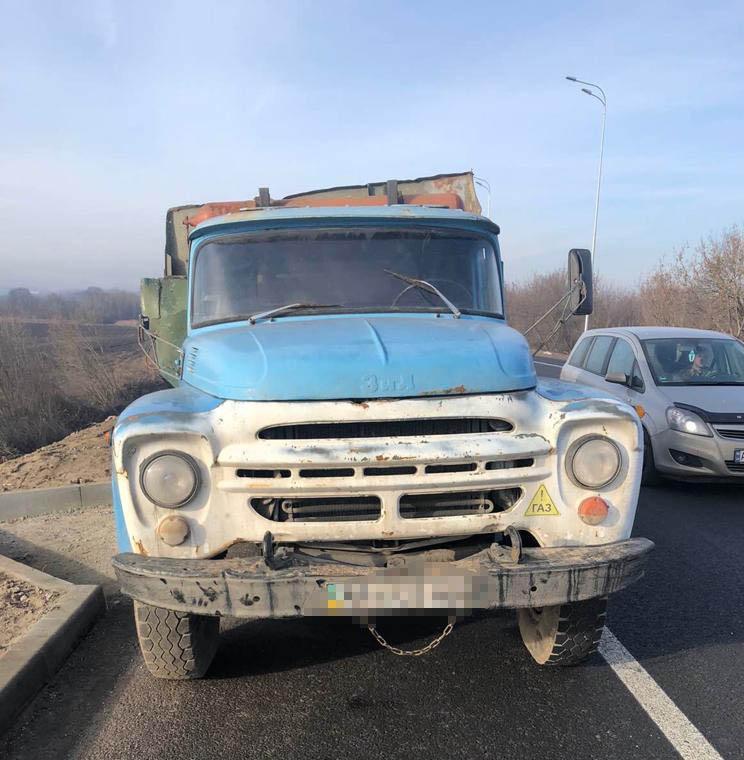 ДТП на об'їзній Вінниці: вантажівка врізалась у мікроавтобус (Фото)
