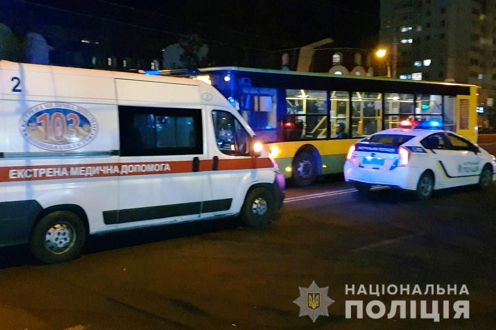 Смертельна ДТП на Келецькій: чоловік потрапив під колеса двох автобусів (Фото+Відео)